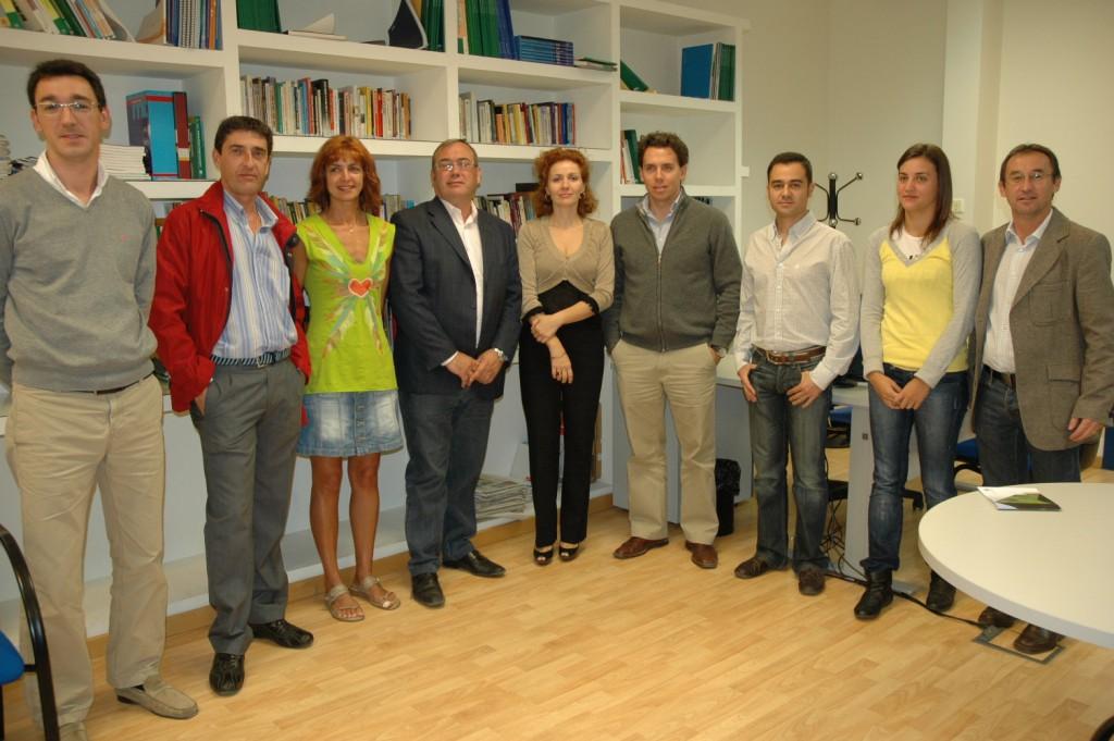 Amador y Zamora junto a emprendedores alojados en el CADE