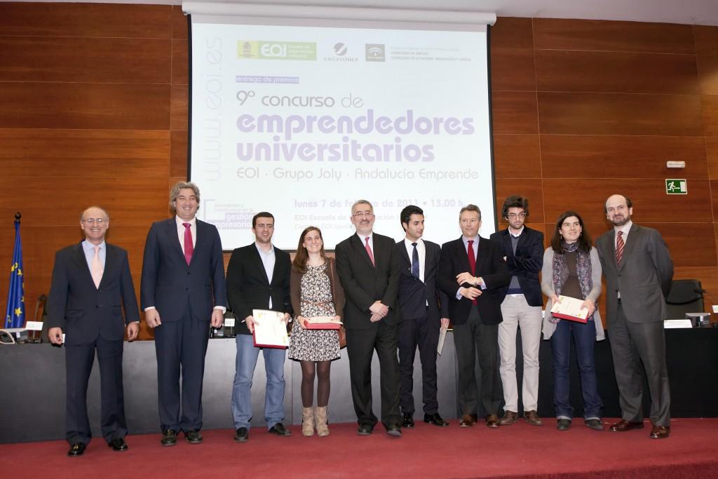 El consejero de Economía, Innovación y Ciencia con los premiados