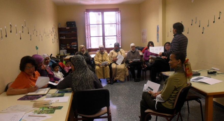 Mujeres inmigrantes durante el taller