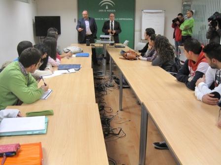 El delegado con los estudiantes