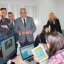 El consejero de Economía durante la visita a las empresas alojadas en el CADE de Córdoba