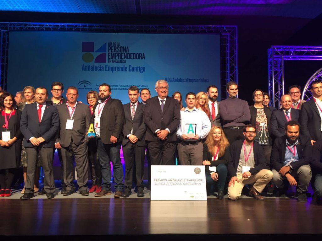 Ramírez de Arellano junto a los finalistas y ganadores de la III edición Premios Andalucía Emprende