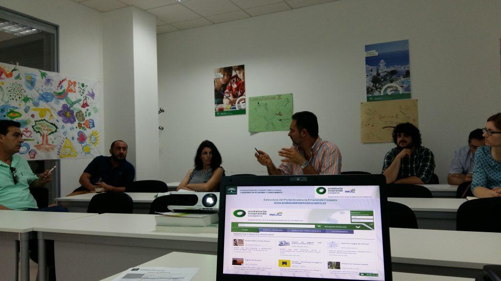 Asistentes a la jornada de difusión de 'Andalucía Emprende Coopera'