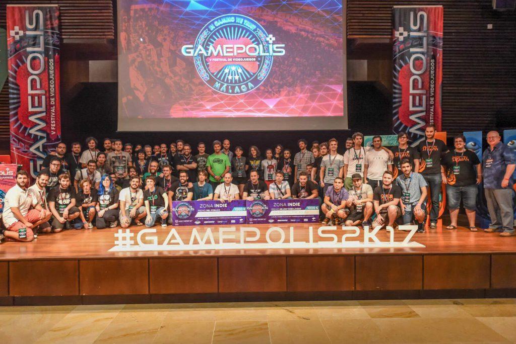 Foto de familia de participantes y ganadores en Gamepolis 2017