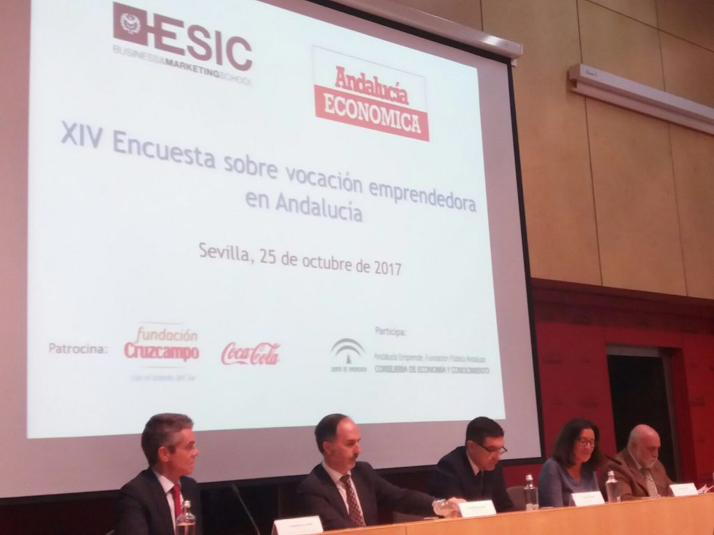El secretario general de Economía de la Junta y presidente de Andalucía Emprende, Gaspar Llanes, durante el acto de presentación de la XIV Encuesta sobre Vocación Emprendedora en Andalucía