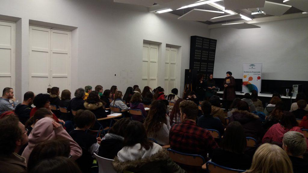 Un momento del taller sobre moda organizado por Andalucía Emprende con la participación de Rosalía Navarro
