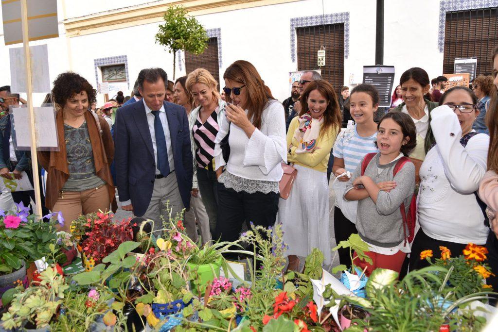 Autoridades durante su visita a la Feria de Emprendimiento 2018 celebrada en Chiclana de la Frontera (Cádiz)